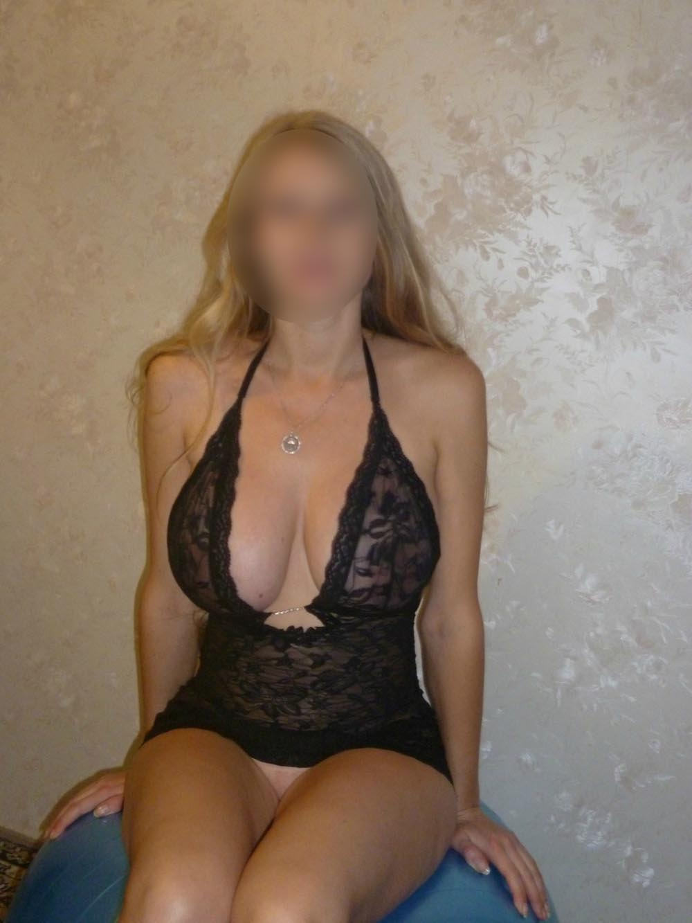 40 plus milf from bristol uk rides dildo on holiday 10