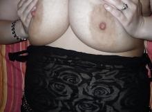 Gros seins serrés - Femme ronde Montpellier