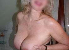 Gros seins dans les mains - Cougar Paris