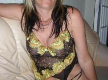 Sur le canapé lingerie - Femme divorcée Lille
