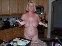 Gros seins nus - Femme mature