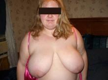 Gros seins laiteux - Femme grosse