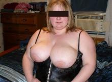 Énorme poitrine - Femme grosse