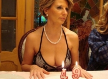 49 ans ça se fête - Femme cougar