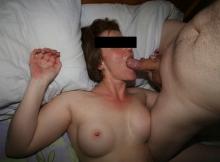 Éjaculation faciale - Femme offerte