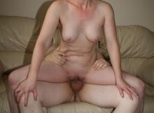 Baise sur la canapé - Femme offerte