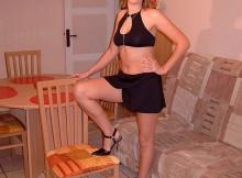 Vêtue très légèrement - Femme coquine Lille