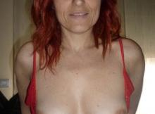Exhib seins - Femme en manque