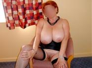 Assise en lingerie - Énorme seins