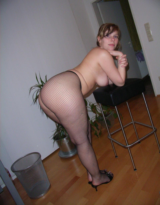 домашнее фото русской зрелой жены с полными ляшками - 8
