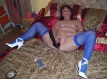 Bas nylon bleus et escarpins blancs - Rencontre sérieuse