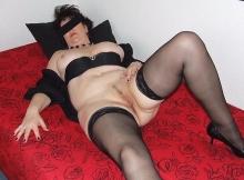 Lingerie sur le lit - Femme libertine PARIS