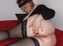 Mes fesses en bas nylon - Femme libertine PARIS