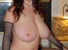 Seins nus et lunettes de soleil - Belle poitrine