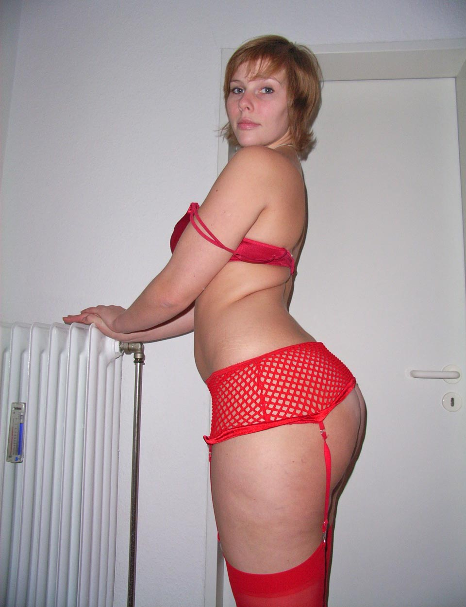 Femme en lingerie rouge