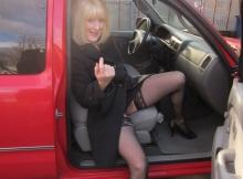 Lingerie dans la voiture - Femme offerte