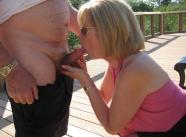 Fellation sur un ponton - Femme offerte