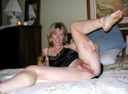 Nuisette, chatte naturelle - Tenue sexy