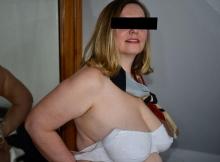Presque nue dans la chambre - Femme mature