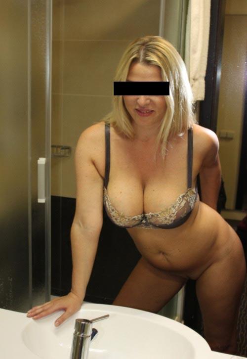 порно фото в юбках з трусамы