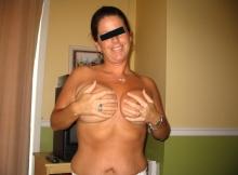 Je cache mes seins - Femme sympa