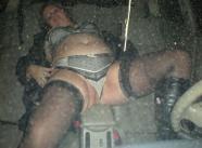 Sexe dans la voiture - Femme offerte