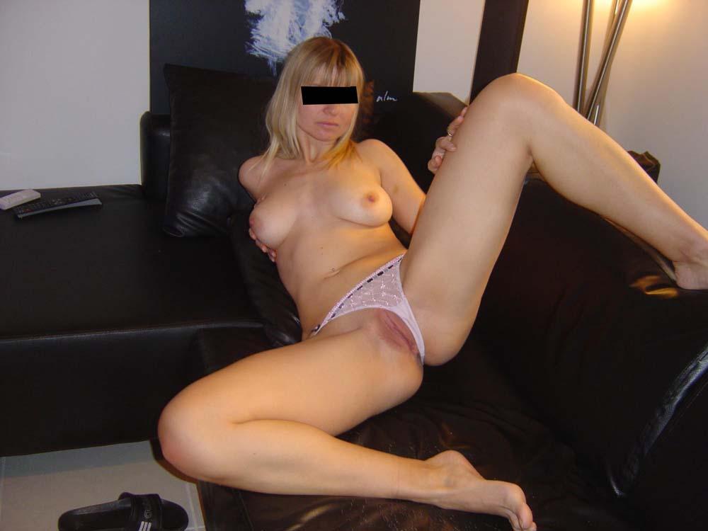 golaya-blondinka-zrelaya