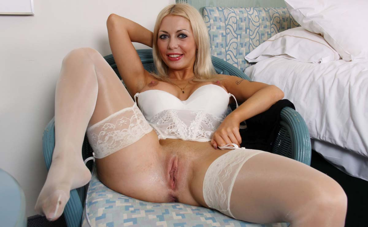 Blonde bimbo fucked on sofa