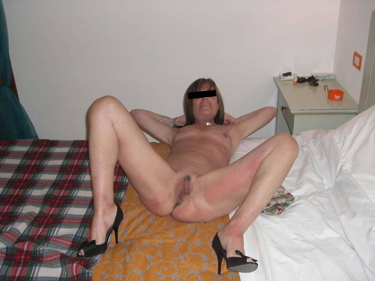 French amateur wives, cache sexe