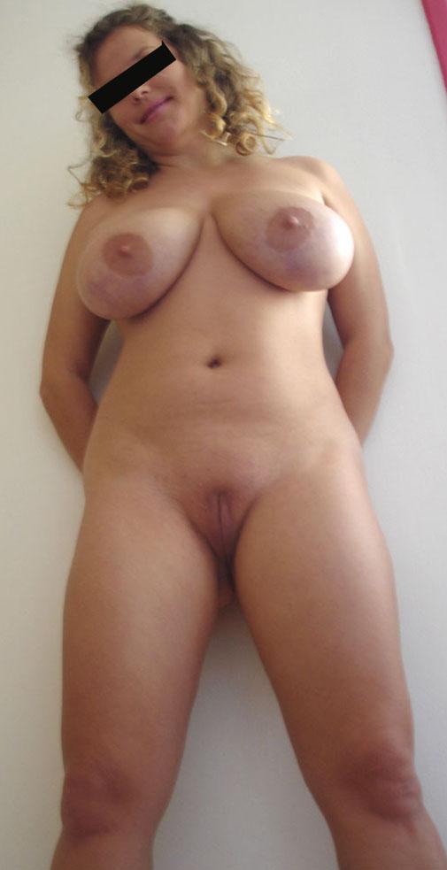 Femmes nues dépouillant des vidéos
