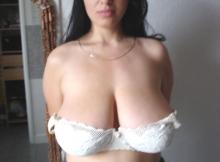 Gros seins dans le soutien-gorge - Vraie baise