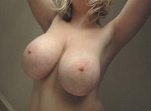Femme chaude et mature à grosses loches