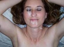 Éjaculation sur sa copine après la baise