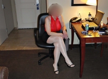 Jambes croisées - Femme retraitée