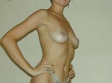 Beaux petits seins - Femme libre