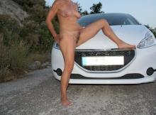 Toute nue devant la voiture - Exhib