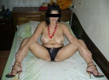 Gros seins nus - Femme chaude