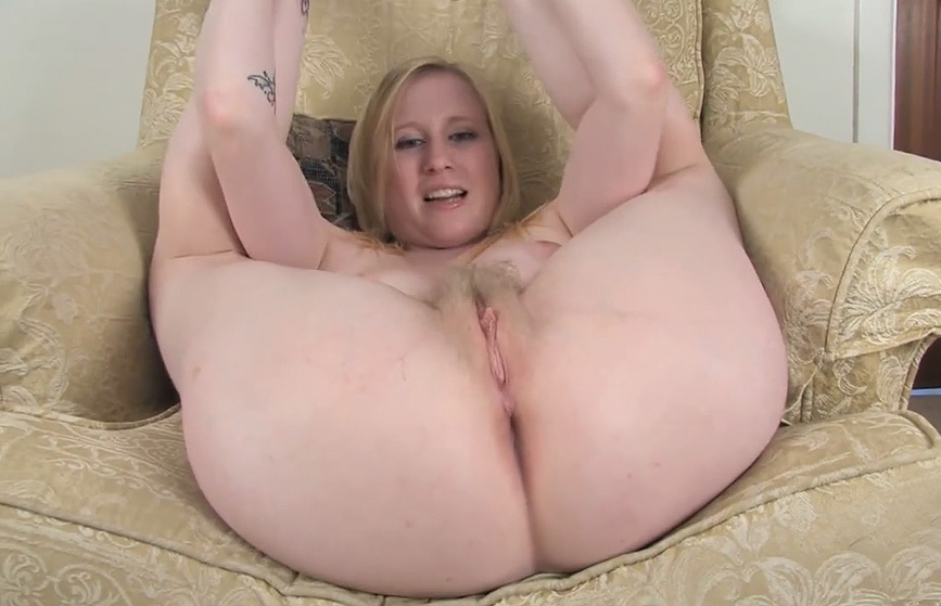 exhib en webcam cul blond