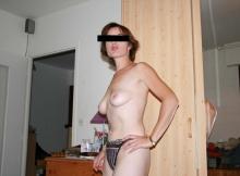 Seins nus - Femme cougar