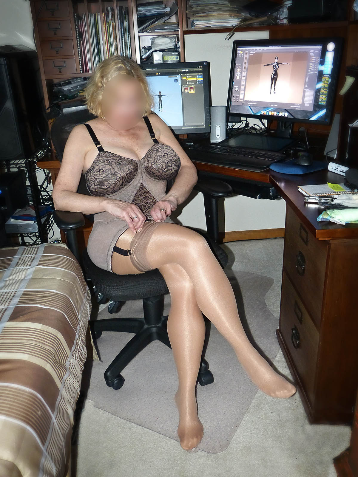 mature slut kimberly in black panties