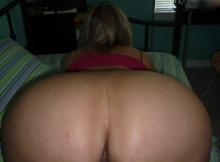 Femme chaude exhibe son gros cul