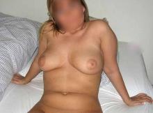 Femme mûre de Lyon : seins nus