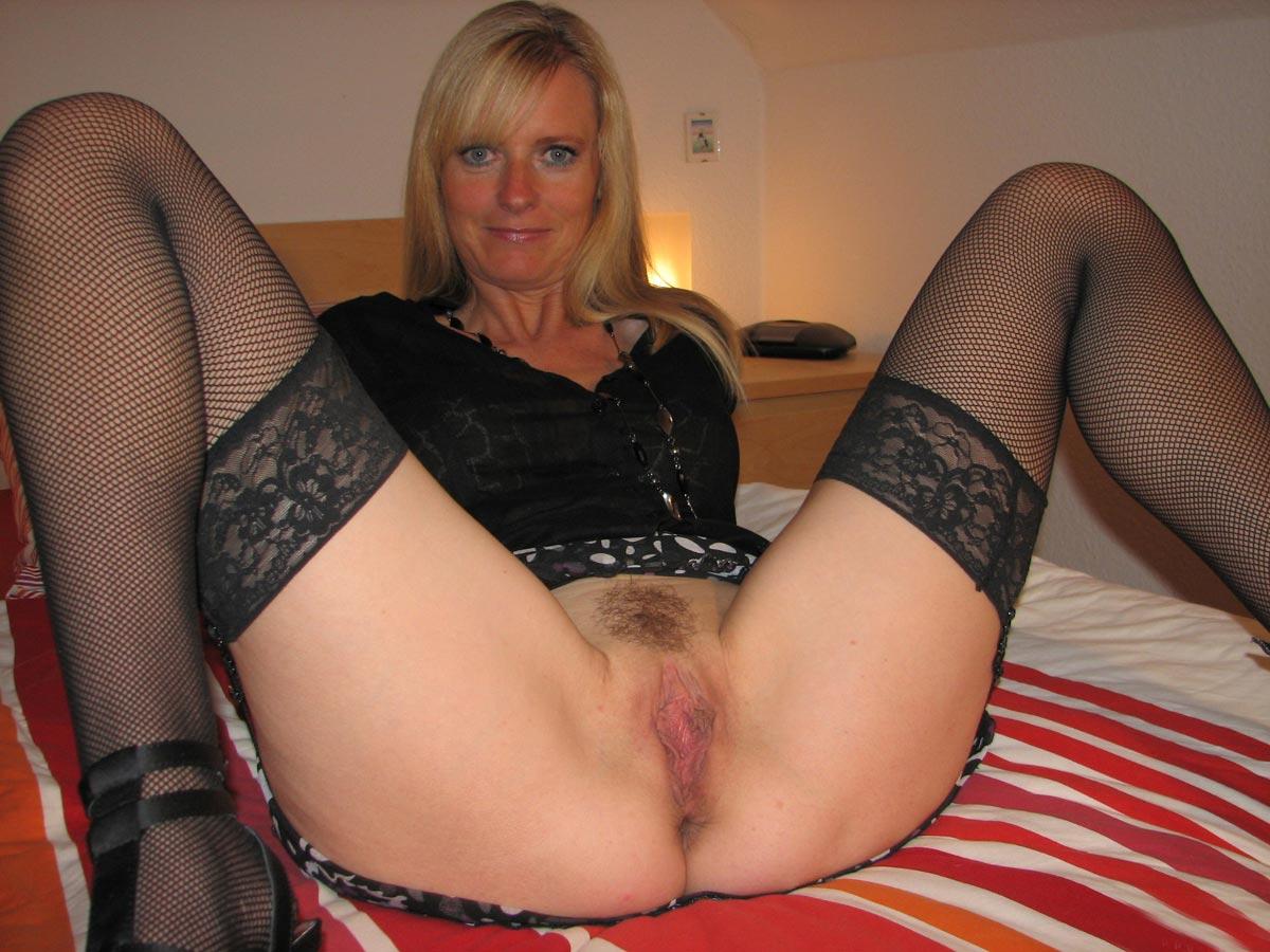 Signora matura in carne pantyhose - 3 part 1