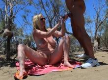 - Cougar à la plage