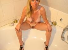 Femme nue dans la baignoire - Cougarillo