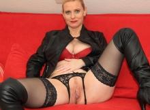 Cougar lingerie et string fantaisie