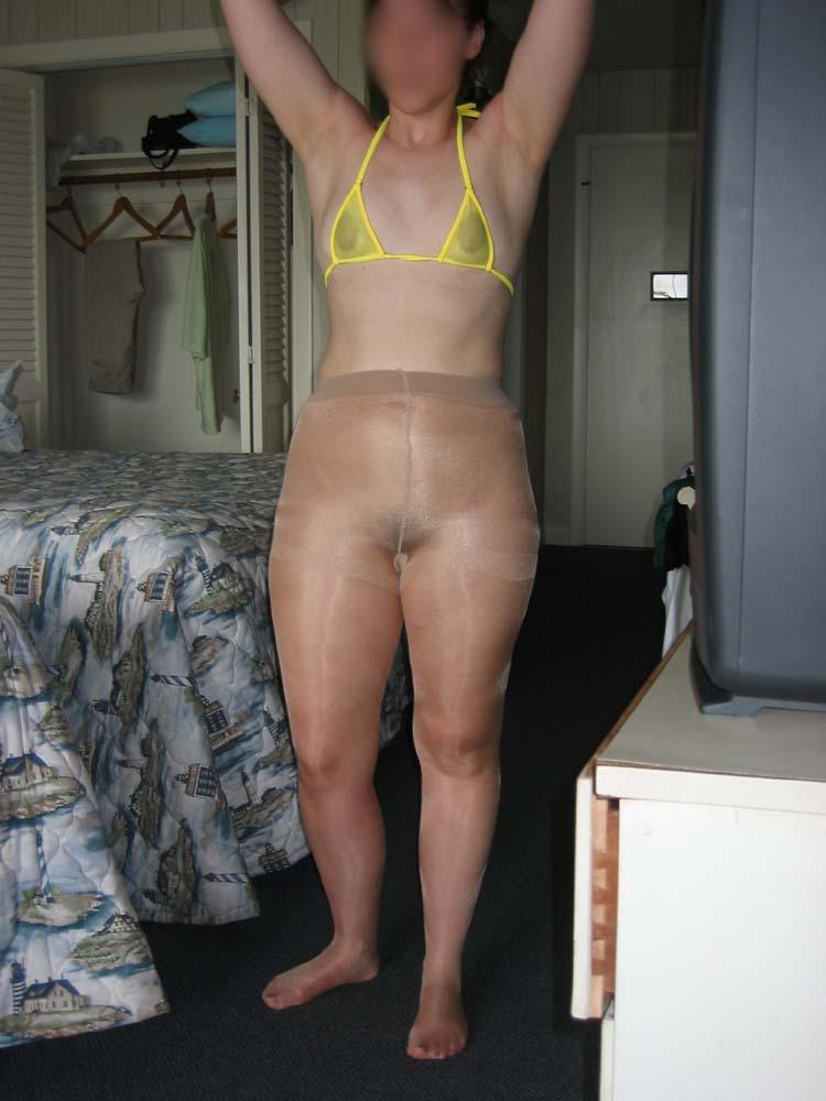 femme nue en collant escort