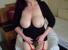 Gros seins naturels - Cougar sexe