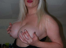 Malxe ses gros seins - Top coquine