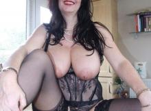 Femme mature en lingerie dentelle